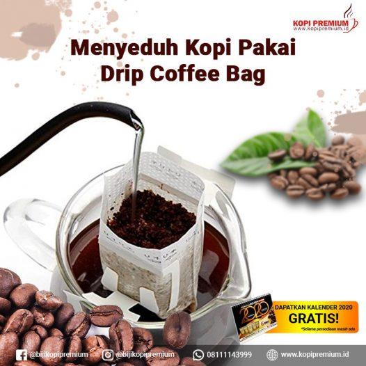 menyeduh drip coffee